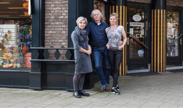Ria en Rob Pronk doen hun zaak Pronk's dogshop over aan dochter Susanne.