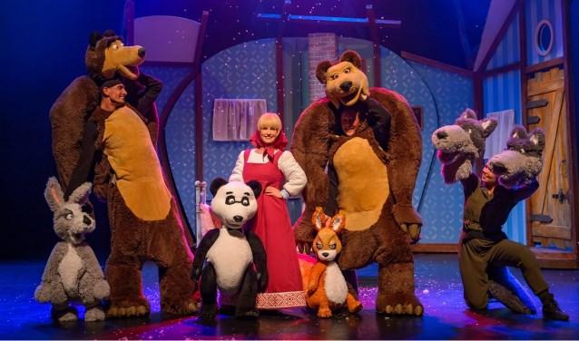 Na de voorstelling verlaten Masha en haar vriendjes zelfs even hun knusse huisjes in het bos om met jou op de foto te gaan in de foyer van het theater.