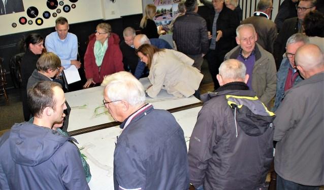 De presentatie van de reconstructieplannen in november werd zeer goed bezocht in De Doornboom. (foto: Rens van Ginneken)
