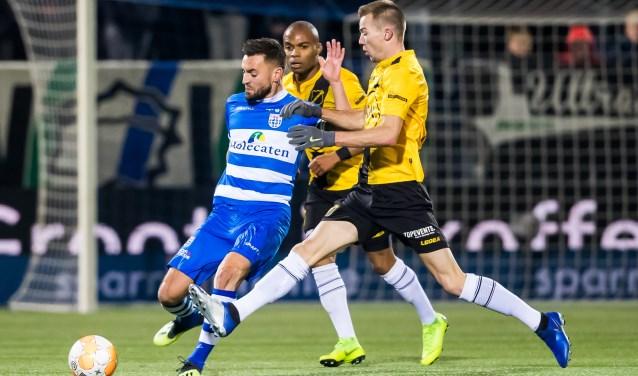 Bram van Polen verdedigt uit in het thuisduel met NAC Breda, in december (0-0).