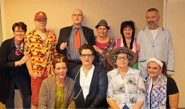 leden toneelclub De Schuring (uitvoering 2018)