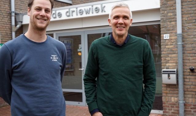 Docent Niek Smeets (links) en adviseur René van  Dijk geven vorm aan het Wijkleerbedrijf. (foto: Tom Oosthout)