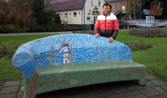 Rachel Ridderhuys, woont nog maar goed twee jaar in Zoetermeer en voelt zich hier al helemaal thuis. Foto: Simone Langeveld