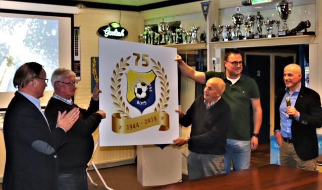 De onthulling van het logo gold als de aftrap van een memorabel jubileumseizoen. Foto: Henk Prijs