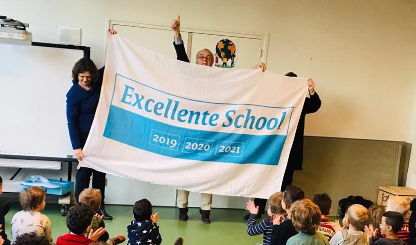 Leerlingen, leerkrachten en bestuur van Auris Taalplein zijn trots op het behaalde predicaat Excellente School. Foto: PR