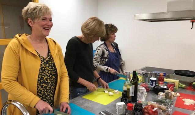 De reacties op de kookcursus zijn goed, merkt Stephanie. (Foto: Privé)