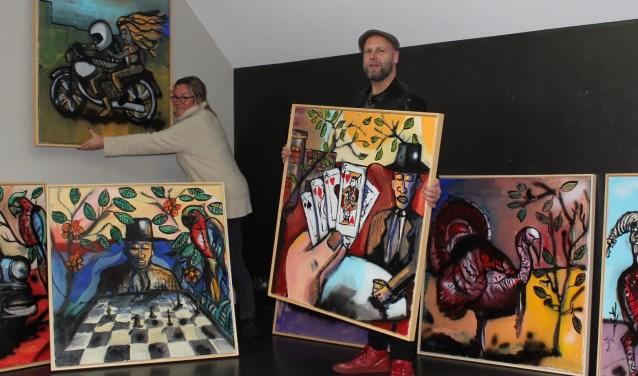 De expositieruimte wordt ingericht met onder andere werk van Erik Neimeijer voor de vernissage van 3 februari.