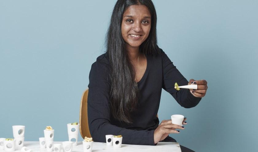 Amandi van Loon was de prijswinnaar van een eerdere ontwerpwedstrijd van Cor Unum. Zij ontwierp een set met draagbare schaaltjes.