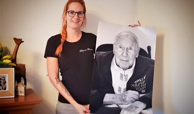 Kelly Martens fotografeert senioren van 70+ gratis voor project Zenna. Foto: Robbert Roos