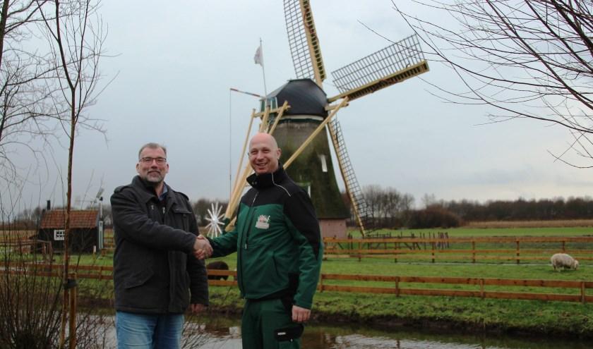 Sjaak Kreeft, schoolleiding onderwijs Wellantcollege (links) en Ruben Laman, parkmanager Avonturenboerderij Molenwaard. (Foto: Noël de Ruijter)