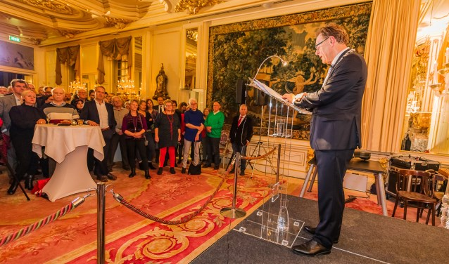 Burgemeester Koos Janssen sprak in zijn nieuwjaarsboodschap de wens uit dat 2019 voor Zeist een bruisend en bubbelend jaar wordt. FOTO: Mel Boas