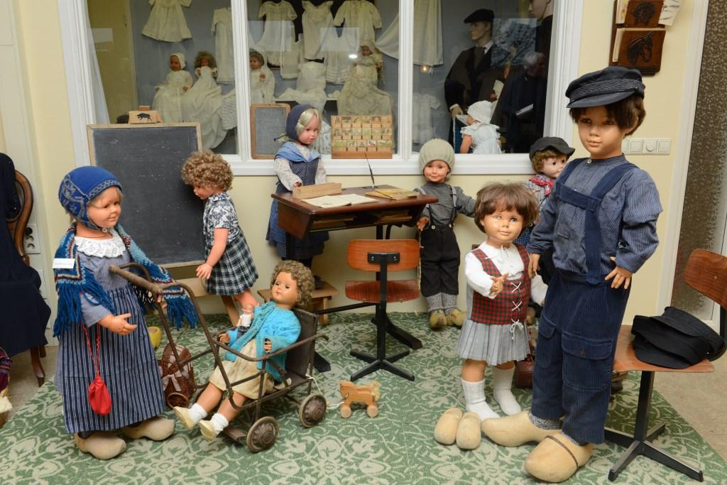 Het schoolklasje in de vorige eeuw zal bij de bezoekers grote indruk maken.  © Persgroep