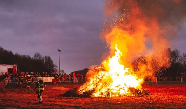 Het jaarlijkse vreugdevuur op Wielerbaan De Heuvelen was weer een groot succes!