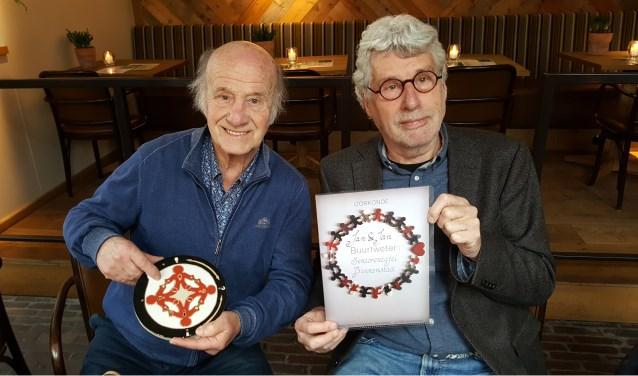 Jan Hinfelaar en Jan Smeekens ontvingen de Buurtwetertegel.