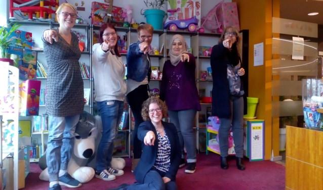Team Sboa, Yvonne, Roxanne, Gea, Fatemah, Jacqueline en vooraan Rianne (coördinator vrijwilligers)
