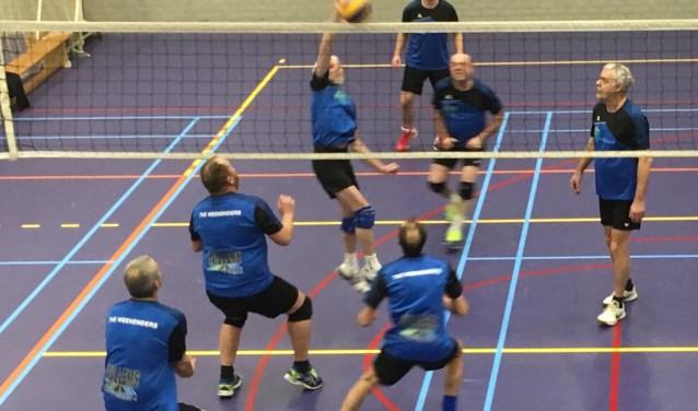 Bij de recreanten speelden Weekenders Heren 1 tegen Weekenders Heren 2. Een wedstrijd tussen twee rivalen...  (Foto: Weekenders)
