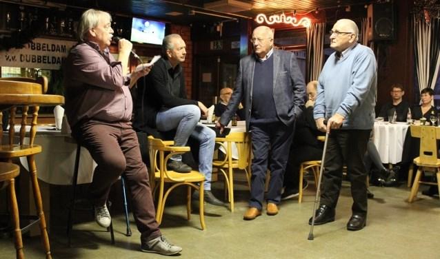 Arie Vollaard, Jaap Vermeij en Piet van de Merwe zijn al 65 jaar lid van voetbalclub Dubbeldam.