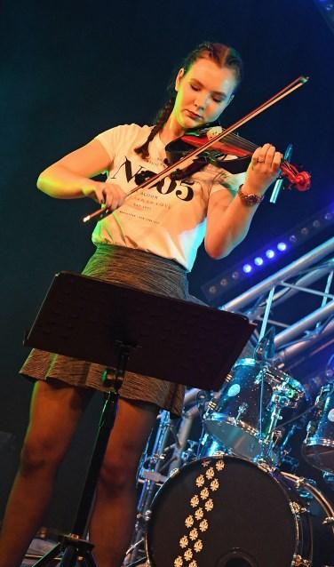 foto Auk Hendrikx met electrische viool (foto Jan Wijten)