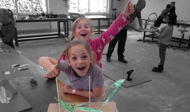 De eerste -gratis- Kinderbubbelworkshop van dit jaar staat in het teken van Kinetische kunst, oftewel kunst waar beweging in zit!
