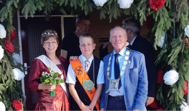 Het koningspaar Gerard & Ans Polman, samen met jeugdkoning Koen van Onna.