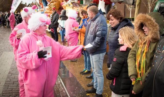 Zeker vijftien Pink Piggies liepen vorig jaar mee in de carnavalsoptocht van Dwergonië. Ook dit jaar zijn ze weer van de partij!