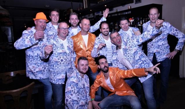 De elf prinskandidaten van carnavalsvereniging De Dijkvelders.