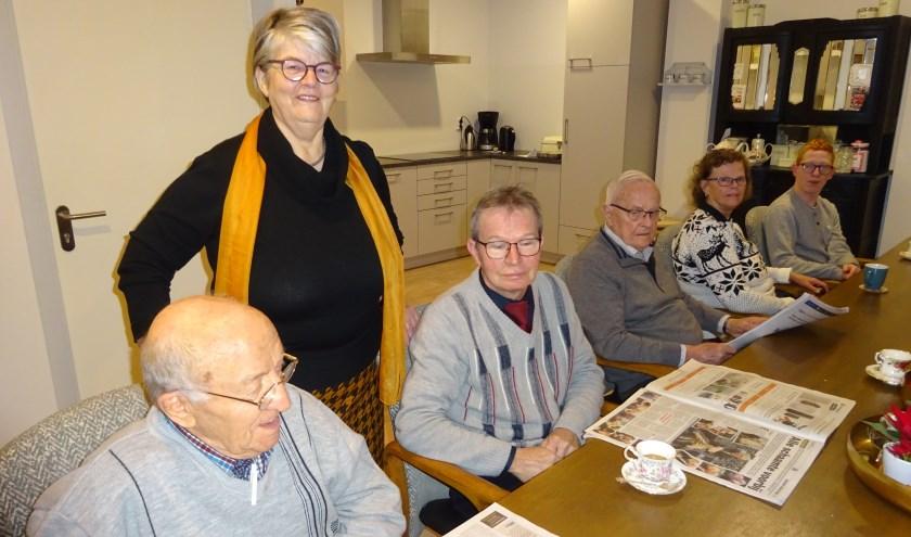 Anneke Breedveld uit Hardinxveld-Giessendam is ongeveer een half jaar vrijwilliger bij 't Warme Hart. (Foto: Eline Lohman)