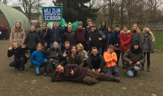 Met de opschoonactie van zaterdag 5 januari geeft de scoutingvereniging actief gehoor aan de oproep van stichting Tiel Tip Top om actief deel te nemen aan Vuurwerkvegen.