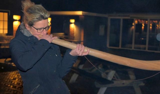 Maria Kreuwel heeft de titel beste midwinterhoorn blazer van Ootmarsum geprolongeerd. Foto: Caspar Kouijzer