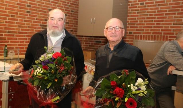 Willy Ebbers en Gerard Dibbelink houden het al zestig jaar uit aan de Platvoetsdijk. Foto's: Jaime Lebbink