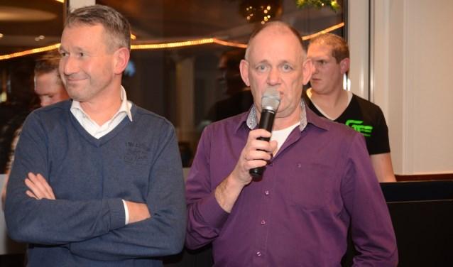 Karel Lokhorst (l) en voorzitter Ben Schreurs zijn blij met het bedrag dat VSCO heeft opgehaald. Foto: Dik Leusink