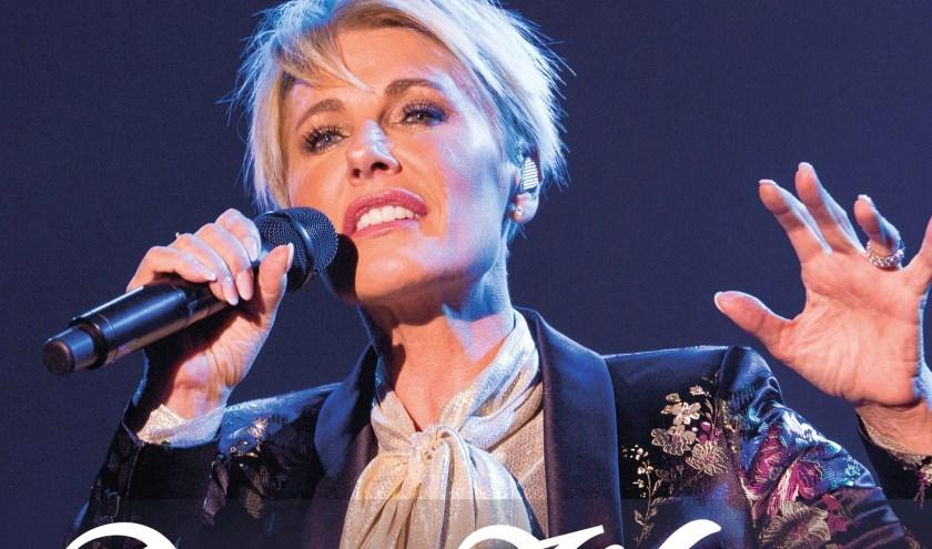 Dana staat al dertig jaar op podia. Deze zomer viert ze in openluchttheater Brilmansdennen in Losser haar jubileum.
