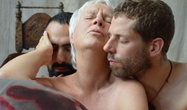Yoyo in een performance van Sebastian Holzhuber (www.newrituals.com) over de Grote Oermoeder