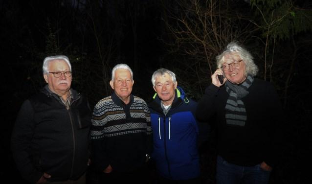 Foto: V.l.n.r.: Walter, Eric, Peter en Richard Vacquier Droop zijn vrijwilligers bij uitstek en daar hebben de voetbalclubs Duno, RVW en WAVV baat bij. Foto: gertbudding.nl