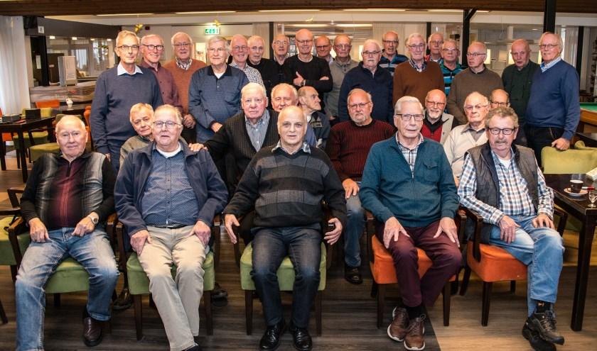 Een groepsfoto van de leden van biljartclub De Hoogte Bongert tijdens het jubileumjaar in 2018. (foto: Piet Derksen)