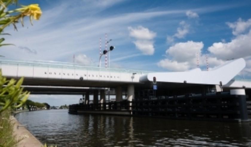 Is de Maximabrug een visionair bouwsel, of een brug van niks naar nergens?