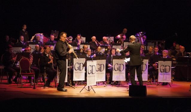 Harmonie Gaudete in Domino maakt zich op voor het eerste maestroconcert van Cuijk. (foto: eigen foto)