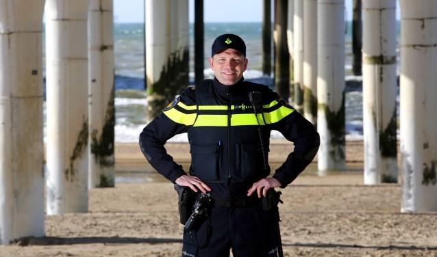 Copyright foto Dick Teske. Portret wijkagent boulevard Pjotr Vreeswijk. Eénmalig vrij copyright voor De Posthoorn bij artikel over Pjotr. Naamsvermelding voluit verplicht Foto Dick Teske