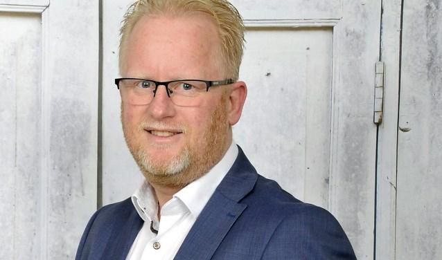 """Jan Veuger is per 1 februari lector Blockchain aan Saxion Hogeschool. """"Als jij digitaal een ticket koopt voor een voorstelling van Jochem Myjer, dan maak je al gebruik van blockchain."""""""