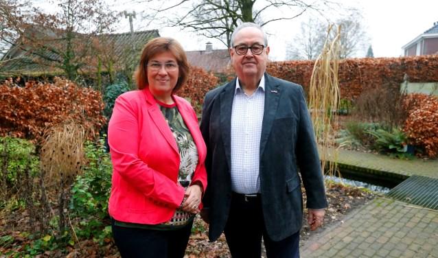 Aantredend voorzitter Marijke Blom en vertrekkend voorzitter Theo Magermans van KansPlus-Sien.