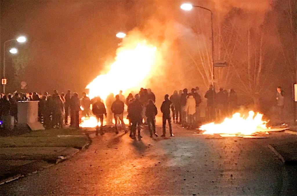 Tijdens de jaarwisseling werd een carrevan in brand gestoken aan de Cuneraweg in Achterberg Foto: Julian van den Brink © Persgroep
