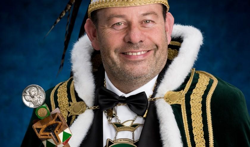 Marco Heuvels, vanaf nu beter bekand als prins Marco de Eerste, is afgelopen weekend gepresenteerd als de 52ste prins van de Vossenjagers. (foto: PR)
