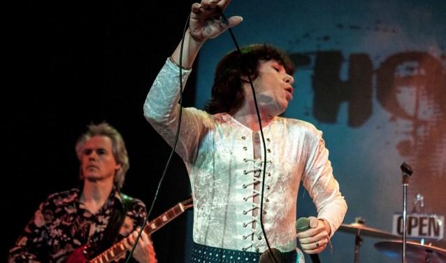 Zanger Benjamin Wattam pakt je in met zijn flamboyante optreden en lijkt ook nog eens als twee druppels water op Mick Jagger! Woensdag 23 januari in de Nieuwe Kerk Zierikzee. FOTO: PR