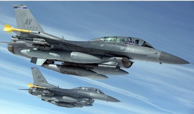 F-16-piloot Nasveld vertelt kinderen over zijn beroep.
