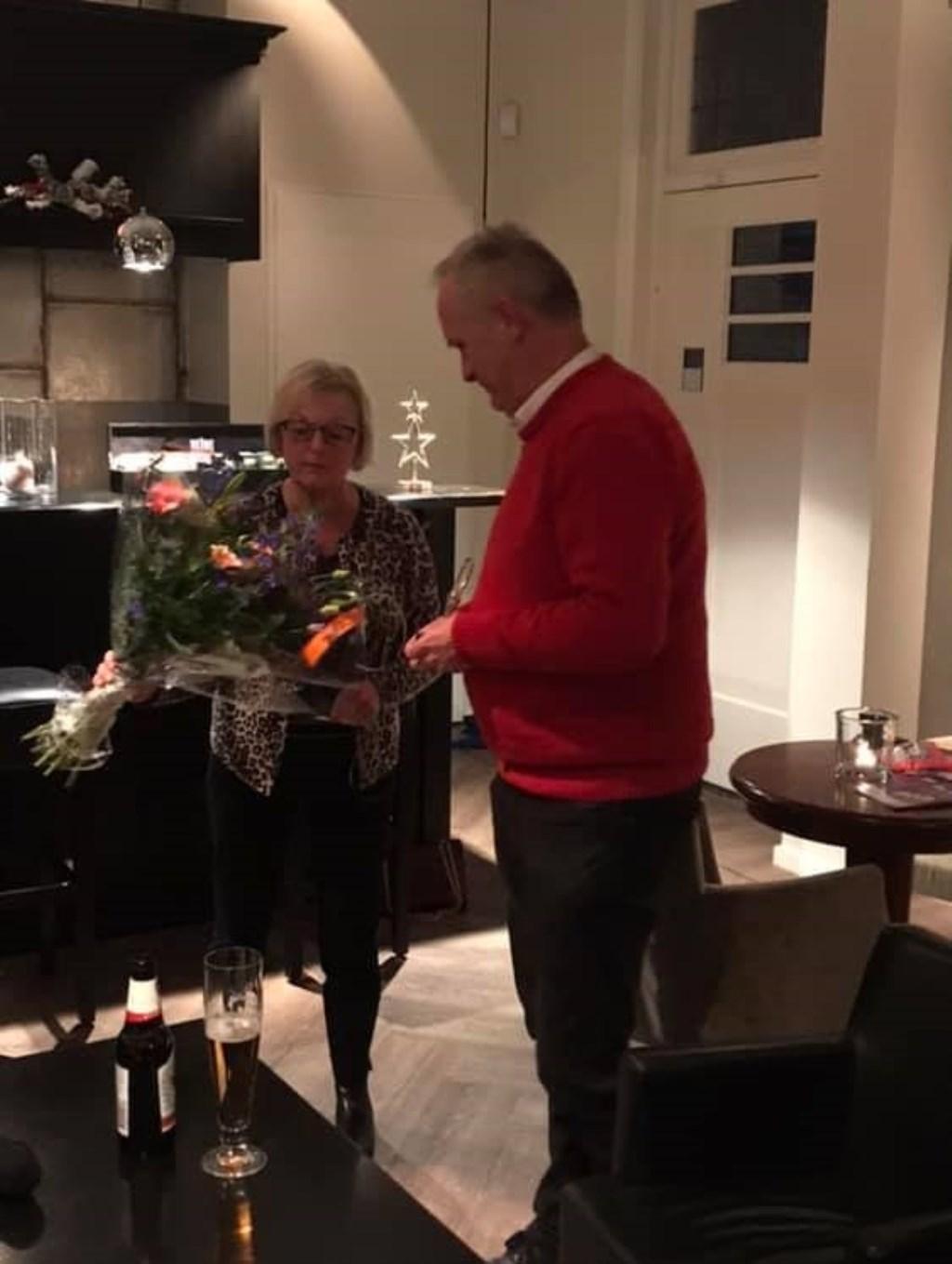 Hans Tenbergen neemt de Liberale Pluim in ontvangst. Foto: PR © Persgroep