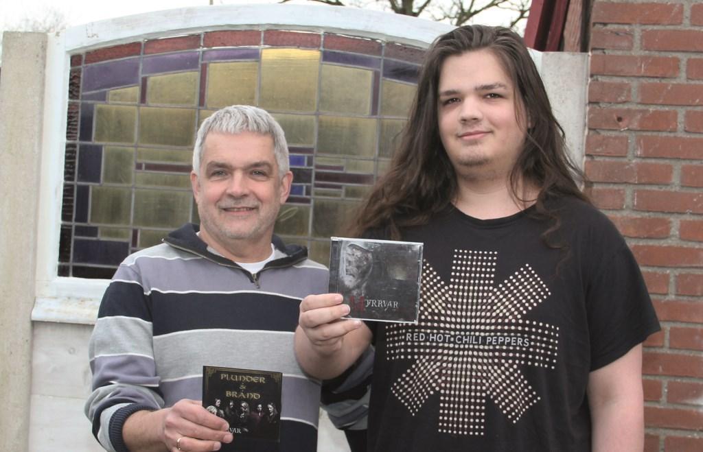 Albert Maassen en zijn zoon Daan gaan samen naar het metalfeest op 12 januari bij Wieleman in Westervoort.