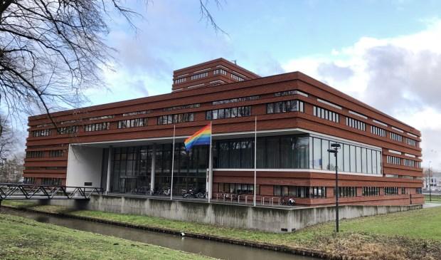 Ook de gemeente Waalwijk hijst de regenboogvlag!
