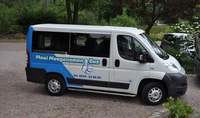 De Mooi Meegenomen Bus is een negenpersoonsbus met een opvouwbare rolstoel aan boord.