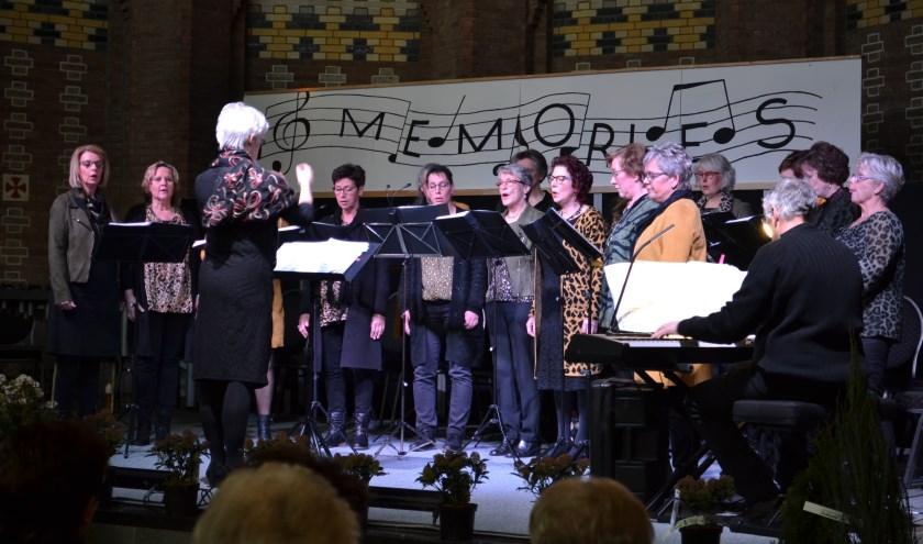 Vocaal Ensemble Vivace tijdens het jubileumconcert Memories.