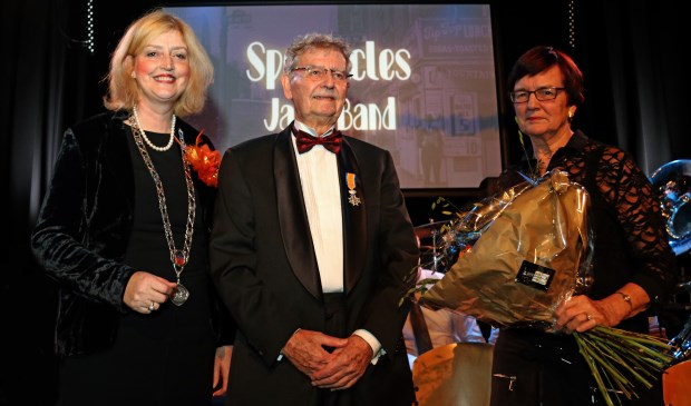 Thomas van Duijn kreeg zijn lintje zondag uit handen van de burgemeester. Eigen foto